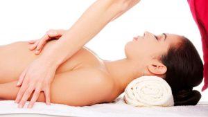 Masaje tras el aumento de pecho un proceso clave del postoperatorio